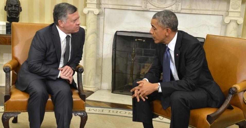 3.fev.2015 - O presidente dos Estados Unidos, Barack Obama, se reúne com o rei Abdalá 2º, da Jordânia, nesta terça-feira (3), no salão Oval da Casa Branca, em Washington DC (EUA). Obama afirmou que o vídeo que mostra o Estado Islâmico queimando um refém jordaniano vivo, se confirmado como autêntico, seria mais um sinal da