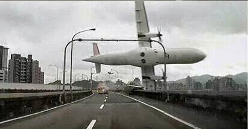 Avião russo cai no Egito com 224 pessoas a bordo92