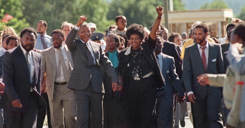 Nelson Mandela deixa a prisão Victor Verster em 11 de fevereiro de 1990; ele ficou 27 anos preso na África do Sul na época do regime do apartheid