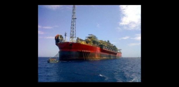 Foto de arquivo mostra o navio-plataforma FPSO Cidade de São Mateus