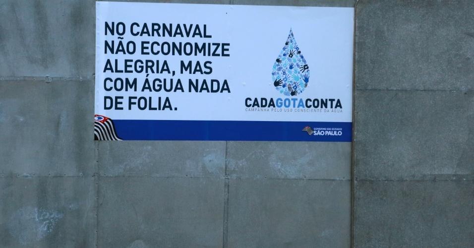 13.fev.2015 - Governo de São Paulo faz campanha contra o desperdício de água no sambódromo do Anhembi, em São Paulo, nesta sexta-feira (13), véspera do feriado de Carnaval