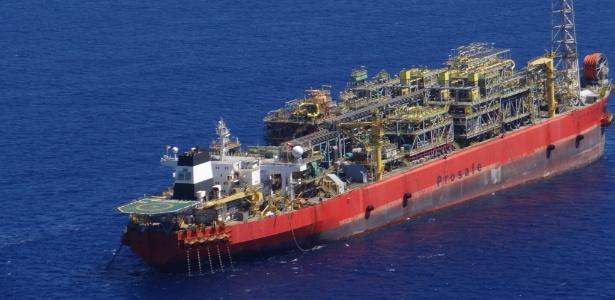 Navio-plataforma que explodiu no litoral do Espírito Santo