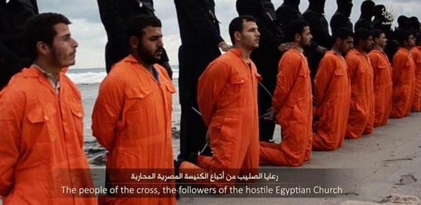 O Estado Islâmico divulgou um vídeo com a intenção de mostrar que o grupo militante decapitou 21 egípcios cristãos sequestrados na Líbia