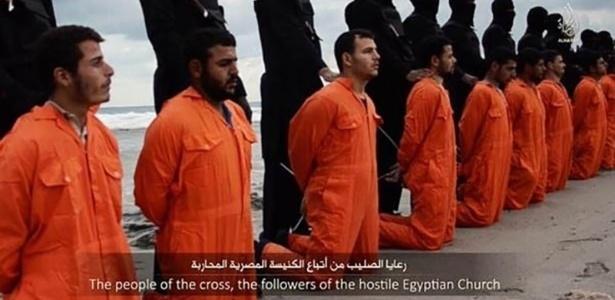 15.fev.2015 - O Estado Islâmico divulgou um vídeo em que mostra a decapitação de 21 egípcios cristãos sequestrados na Líbia