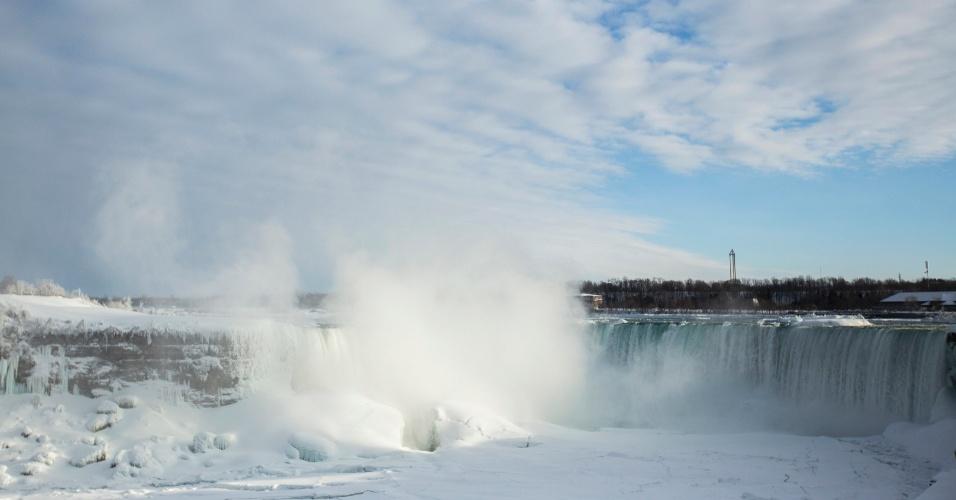 17.fev.2015 - Imagem feita na região de Ontário, no Canadá, fronteira com os EUA, nesta terça-feira (17), quando a temperatura chegava a -14ºC