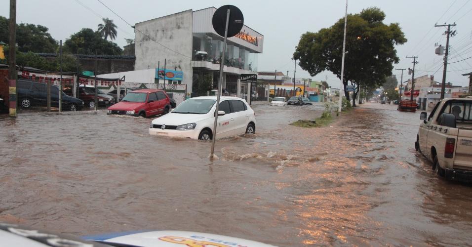 26.fev.2015 - Ruas de Santana do Livramento, no Rio Grande do Sul, ficaram inundadas nesta quinta-feira (26) após fortes chuvas atingirem a região