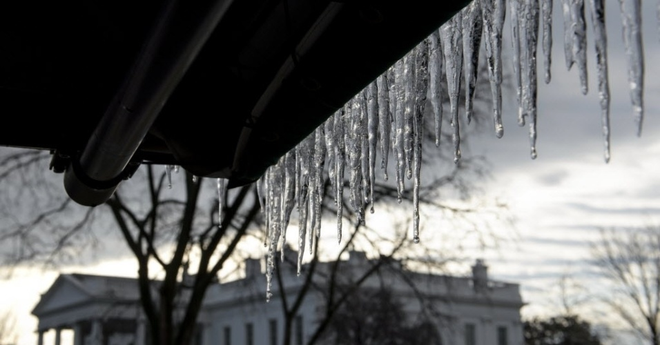 2.mar.2015 - Gelo se acumula próximo à Casa Branca, em Washington (EUA)