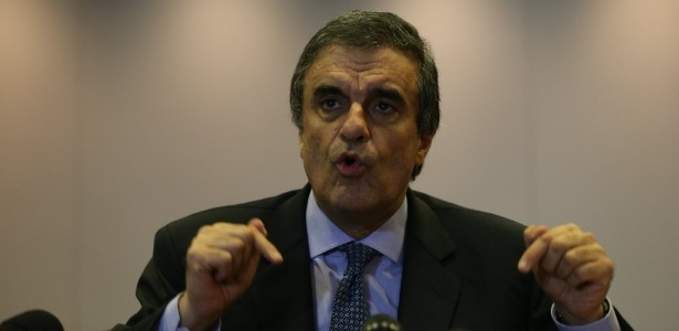 José Eduardo Cardozo, ministro da Justiça, fala à imprensa no escritório da Presidência da República, em Brasília (DF)