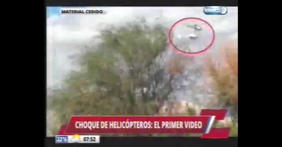 10.mar.2015 - Imagens cedidas por emissora de TV na Argentina mostra o choque de dois helicópteros na Argentina