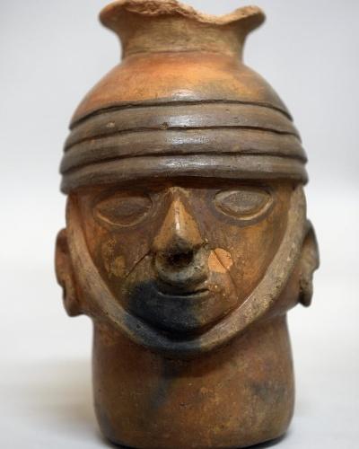 12.mar.2015 - Cerâmica pré-incaica em exposição no museu Puruchuco, em Lima, no Peru. Puruchuco é uma palavra quéchua que significa