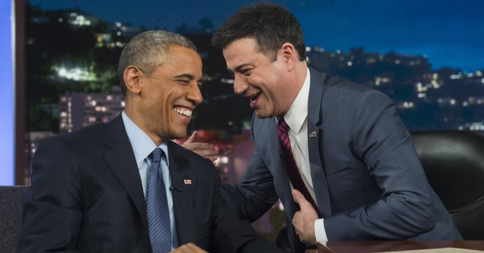 12.mar.2015 - O presidente dos Estados Unidos, Barack Obama, conversa com o apresentador Jimmy Kimmel, durante o programa Jimmy Kimmel Live, em Los Angeles, na Califórnia (EUA), nesta quinta-feira (12)