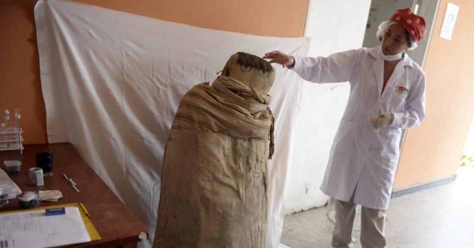 12.mar.2015 - Um bebê mumificado da época pré-incaica em exposição no museu Puruchuco, em Lima, no Peru. Os objetos encontrados em Puruchuco estão distribuídos por museus do Peru e do exterior