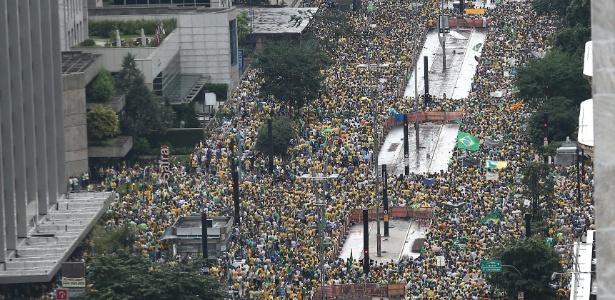 Manifestantes lotam a av. Paulista, em São Paulo, em protesto contra o governo