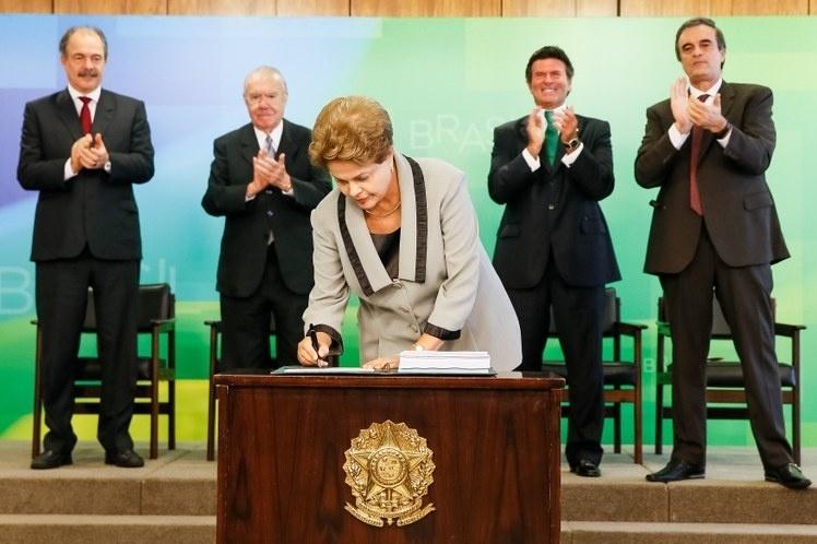 16.mar.2015 - Dilma assina novo Código de Processo Civil