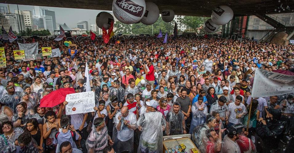 Professores da rede estadual de SP decidem permanecer em greve - Notícias - U...