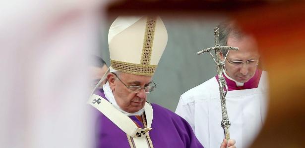 Papa Francisco realiza missa na praça Piazza del Plebiscito, em Nápoles, Itália
