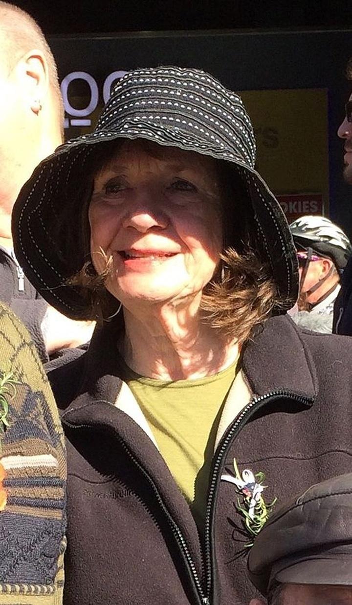 25.mar.2015 - A australiana Carol Friday, 68, de Melbourne, estava em viagem pela Europa, acompanhada do filho Greig. A enfermeira havia acabado de comemorar seu aniversário na véspera do acidente
