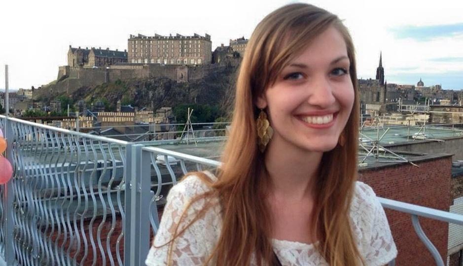 25.mar.2015 - A norte-americana Emily Selke viajava com a sua mãe Yvonne Selke. Elas são duas das três vitimas oriundas dos Estados Unidos envolvidas na tragédia, segundo o Departamento de Estado dos EUA