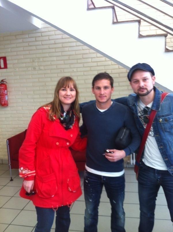 A alemã Sonia Cercek (à esq,) havia ido com o marido, Oliver, a Espanha para ver o seu time Valencia jogar contra o Mestalla. A torcedora valencianista fanática seguia o time em partidas disputadas na Alemanha e Europa Central
