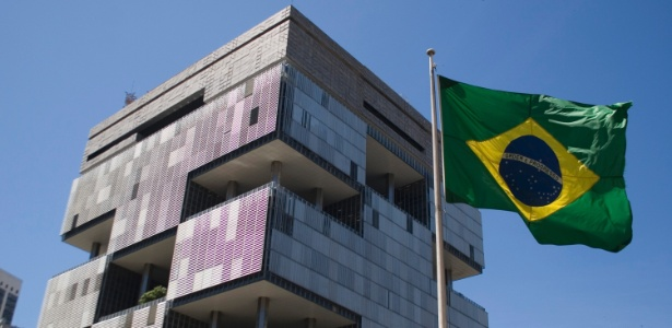 26.mar.2015 - O edifício sede da Petrobras na Avenida Chile, no centro do Rio