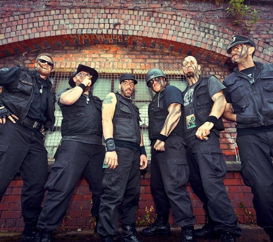 Banda de heavy metal Arnocorps, cujas músicas são inspiradas em diálogos de filmes de Arnold Schwarzenegger