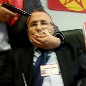 Um promotor foi tomado como refém por indivíduos de um grupo armado de extrema esquerda