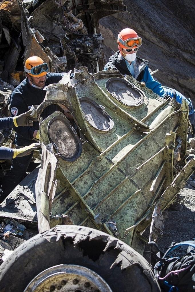 1ª.abr.2015 - A retirada dos restos mortais dos passageiros do voo da Germanwings que caiu há uma semana nos Alpes franceses foi encerrada nesta terça-feira (31), depois que todas as evidências foram recuperadas. As fotos foram divulgadas nesta quarta-feira (1º)
