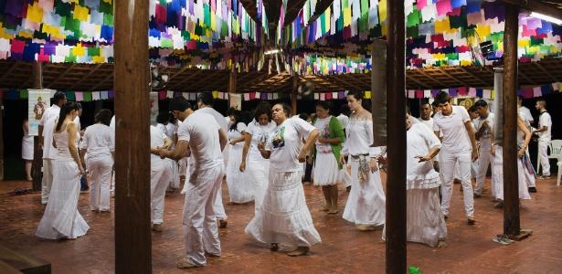 Presos dançam com religiosos após uso de ayahuasca em Ji-Paraná (RO)