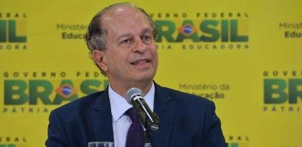 Para Renato Janine Ribeiro, os recursos economizados serão investidos em educação