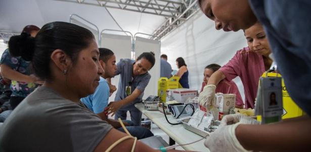 A primeira tenda para atendimento de pacientes com dengue é inaugurada na UBS Jardim Vista Alegre, no bairro da Brasilândia, na zona norte de São Paulo, nesta segunda-feira (6)