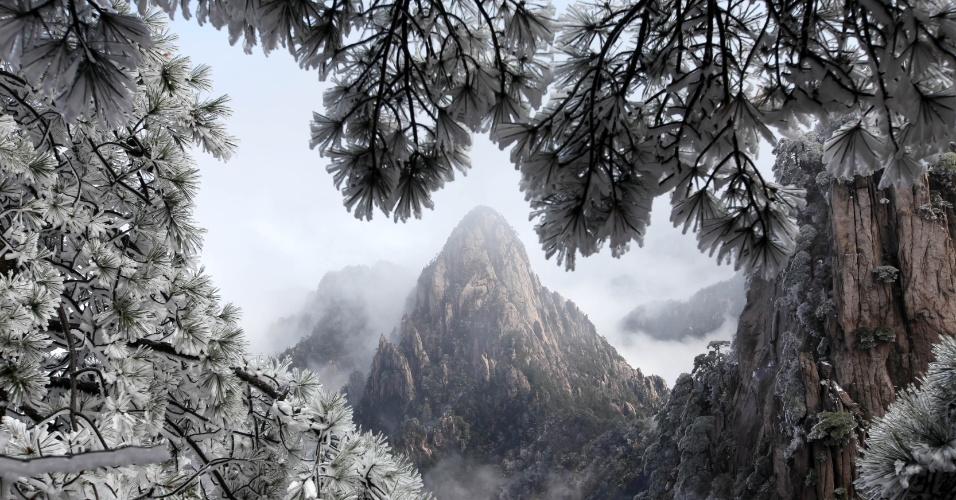8.abr.2015 - Vista do Monte Huangshan, na cidade de Huangshan, situada na província de Anhui, na China