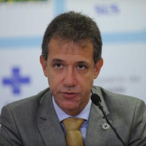 """Cortes de gastos na Saúde são """"morte do SUS"""", diz ex-ministro"""