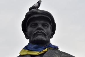 Proibição de símbolos russos na Ucrânia gera disputa pela identidade nacional (Foto: Sergei Supinsky/AFP)