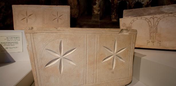 """Ossário com a inscrição """"Judá, filho de Jesus"""", encontrado no túmulo de Talpiot"""