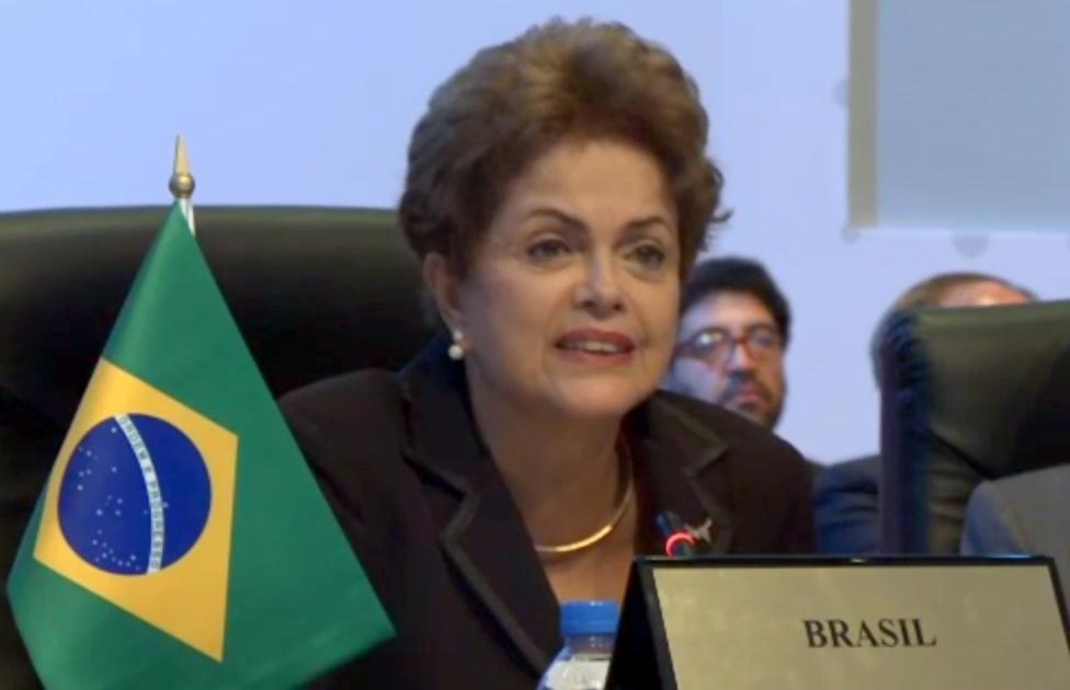11.abr.2015 - Em seu discurso na primeira plenária da Cúpula das Américas, neste sábado (11), no Panamá, presidente Dilma Rousseff criticou as sanções à Venezuela, pedindo