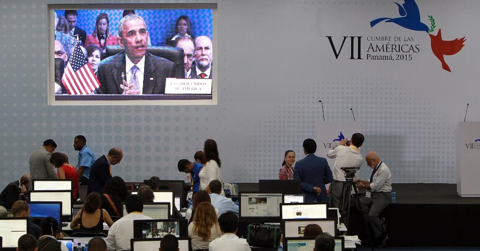11.abr.2015 - O presidente americano Barack Obama, um dos protagonistas da Cúpula das Américas por conta da reaproximação política e diplomática com Cuba, discursa na primeira plenária do evento, neste sábado (11), no Panamá