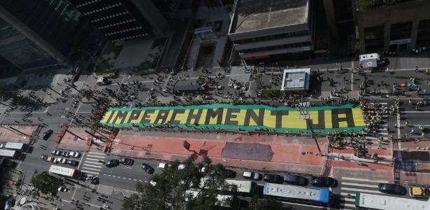 Manifestantes se reuniram na avenida Paulista, em São Paulo, contra Dilma em 12 de abril