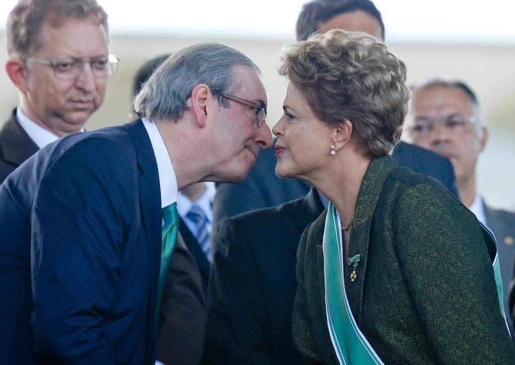 16.abr.2015 - Após ser condecorado em cerimônia do dia do Exército, onde esteve ao lado da presidente Dilma Rousseff, o presidente da Câmara, deputado Eduardo Cunha (PMDB-RJ), disse que,