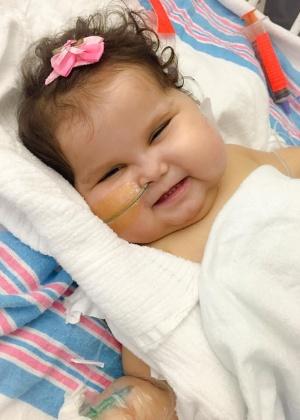 A menina Sofia Lacerda deixou a UTI (Unidade de Terapia Intensiva) do Jackson Memoria Hospital, em Miami. Ela havia sido submetida a um transplante de vários órgãos e agora repousa em um quarto do hospital