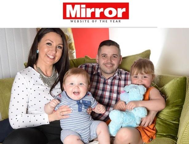 Jess Evans e Mike Houlston com a filha, Billie, 3, e o filho Noah, 1