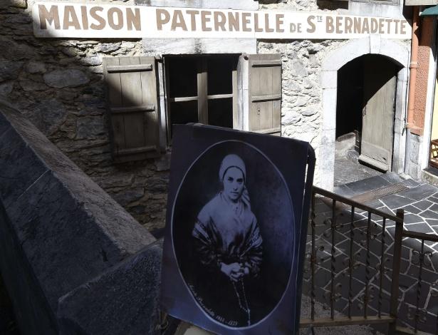 20.abr.2015 - Casa dos pais de Bernadette Soubirous, a Santa Bernadette, em Lourdes