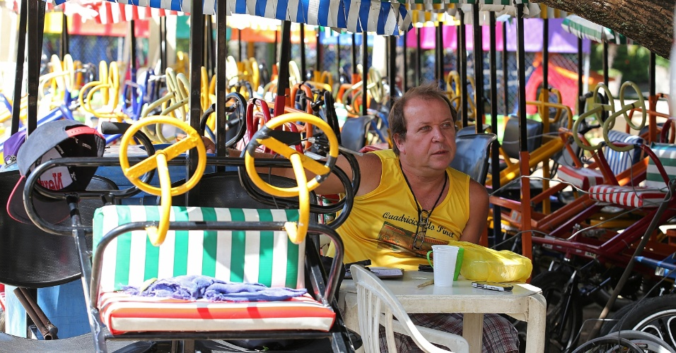 29.abr.2015 - O comerciante Ricardo Motta, que trabalha diariamente na Lagoa alugando triciclos no Parque dos Patins, afirmou que os assaltos sempre ocorreram na região, mas que há