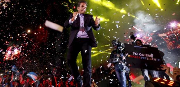 O anúncio da candidatura reuniu milhares de pessoas no estádio José Amalfitani, do clube de futebol Vélez Sarsfield