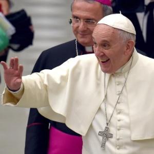 No discurso, o papa também comentou sobre os desafios de educar os filhos