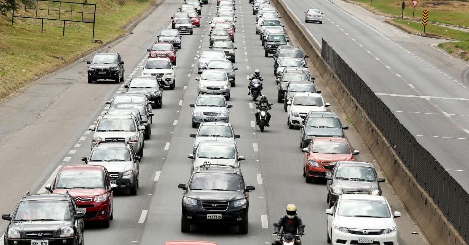 3.mai.2015 - Movimento nas rodovias de São Paulo é intenso neste domingo (3) na volta do feriado prolongado do Dia do Trabalho. Até o início desta tarde, a rodovia que apresentava maior lentidão era a Fernão Dias