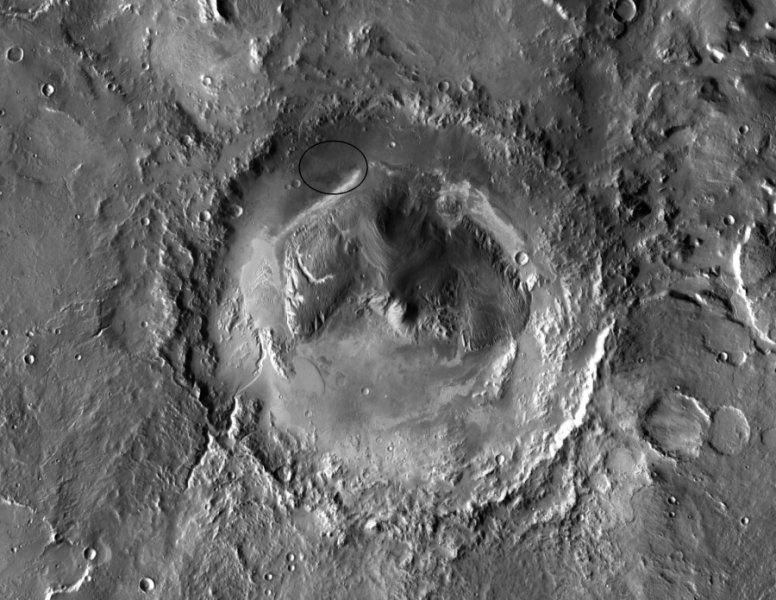 """4.mai.2015 -  Dados coletados pelo robô Curiosity e analisados por pesquisadores da Universidade do Arkansas indicaram que há água na superfície de Marte sob certas circunstâncias. A descoberta foi publicada na edição de maio do periódico Nature Geoscience e está baseada em dois anos de coletada de dados sobre o clima. """"O que nós demonstramos é que em circunstâncias específicas, por algumas horas por dia, pode exisir condições adequadas para formação de água salobra na superfície de Marte"""", explicou um dos coordenadores do estudo, o professor assistente Vincent Chevrier"""