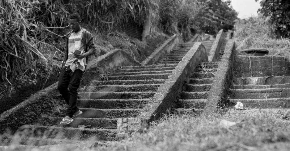 Para chegar até a casa de Andrea Guimarães, 45, localizada em Anchieta, na zona norte do Rio, é preciso subir uma escadaria de cerca de 50 degraus