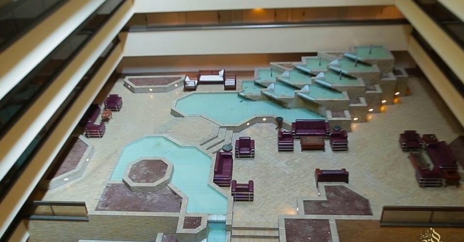6.mai.2015 - Existe ainda uma piscina e quadras de tênis para os hóspedes do hotel, além um ginásio para aqueles que desejam manter a forma