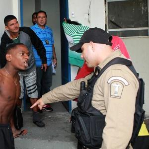 Um grupo de 12 pessoas foi encaminhado para a 10ª DP, em Botafogo, na sexta (8), após onda de assaltos com facas