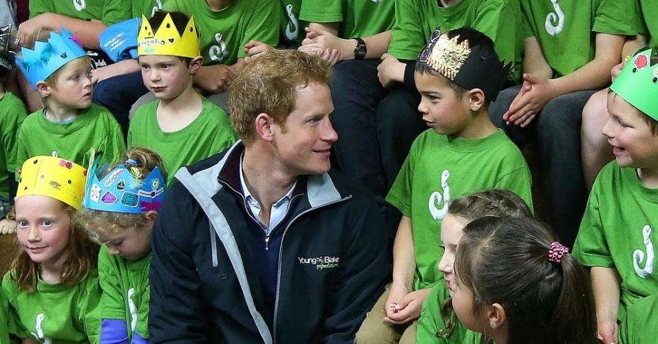 11.mai.2015 - O príncipe britânico Harry visitou uma escola na cidade de Oban, como parte de sua visita de uma semana a Nova Zelândia